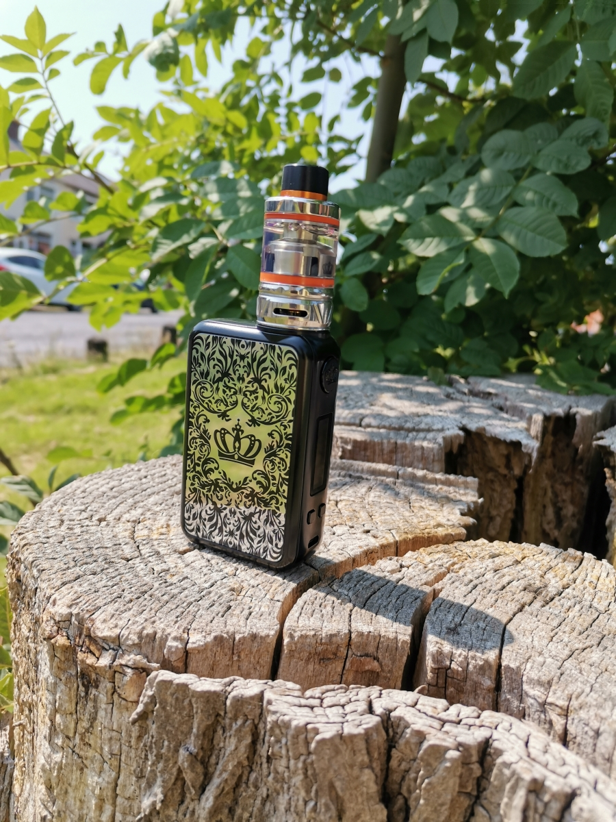 Uwell Crown 4 kit in the wild